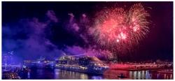 MSC Preziosa mit Feuerwerk bei der Auslaufparade der Hamburg Cruise Days 2017