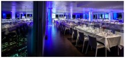 Vorbereiteter Raum für die Verleihung des Schwedischen Unternehmenspreises in Hamburg, SCANDIC Emporio Hotel