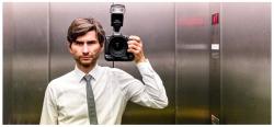 Frank Erpinar ist ein guter fotograf im Aufzug